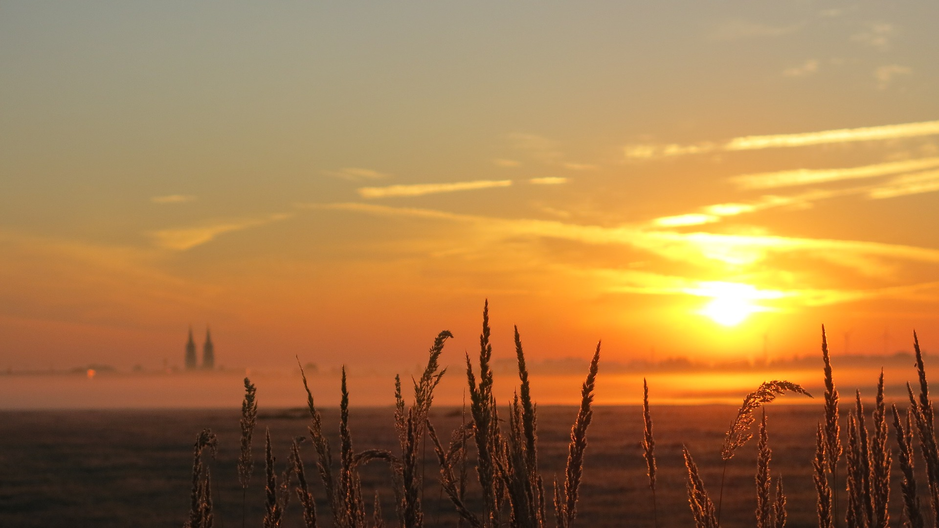 Abgeerntes Feld vor Sonnenuntergang (Oschatz)